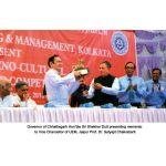 Governor of Chhattisgarh, Hon'ble Sri Shekhar Dutt presenting memento to Prof. Dr. Satyajit Chakrabarti, UEM