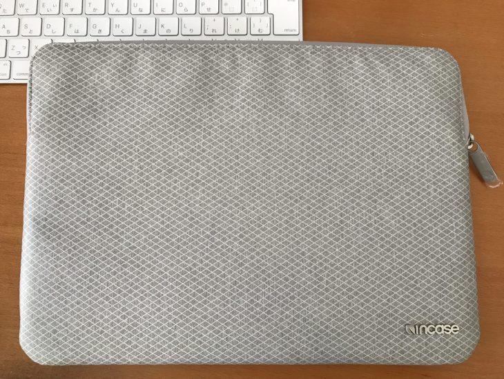 夏用のケースとして、Incase製ケースを 13インチ型MacBook Pro用に購入