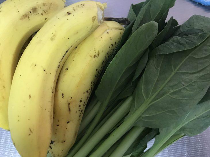 今日のスムージー 2017.07.23. 今日は初心に戻って定番の「バナナと小松菜」のスムージー