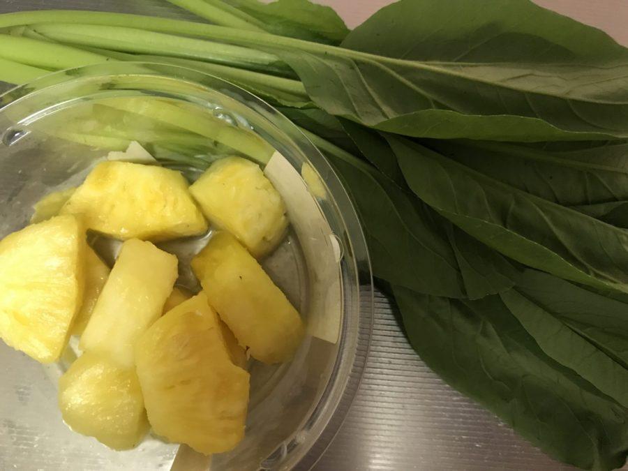 パイナップルと小松菜