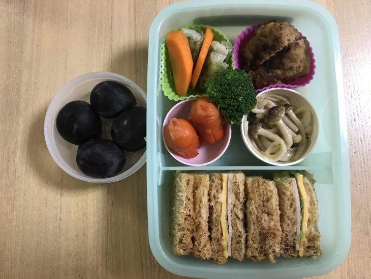くるりんの今日のお弁当 2017.10.12. 全粒粉パンのハム・チーズ・レタスサンドに初挑戦