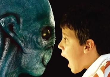 alien scaring child