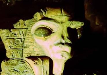 alien pharaoh statue