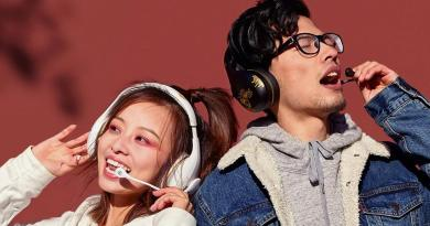 Mi-Bluetooth-Headphones-K-Song-Desire-Forbidden-City-Special-Edition