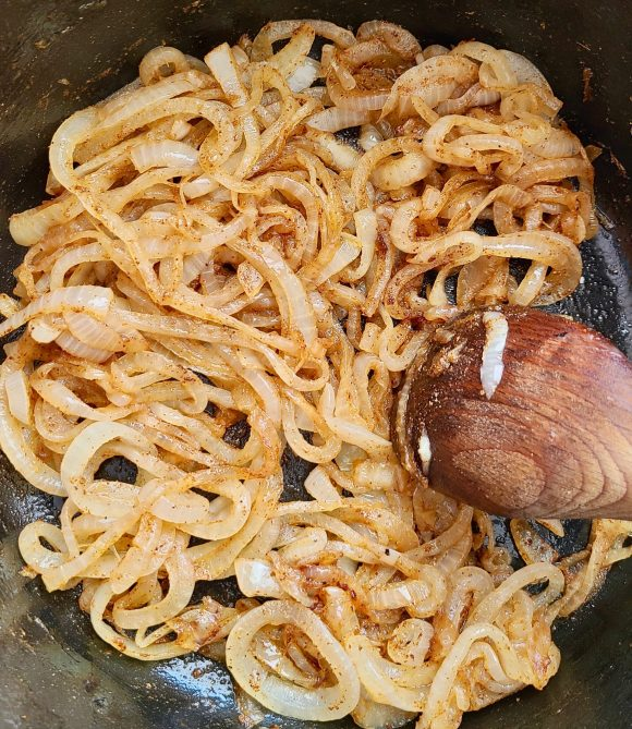 Onions with coriander, paprika and cumin