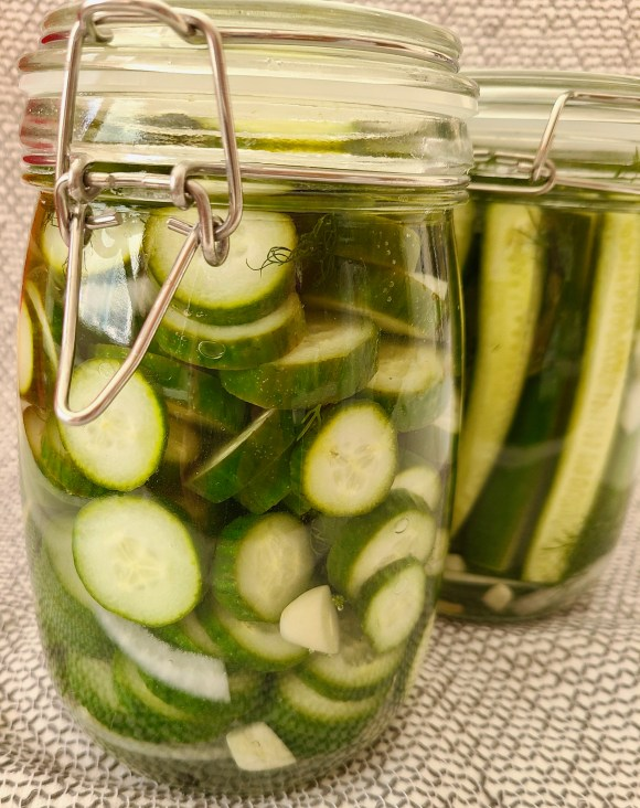 Refrigerator dill pickles like Clausen