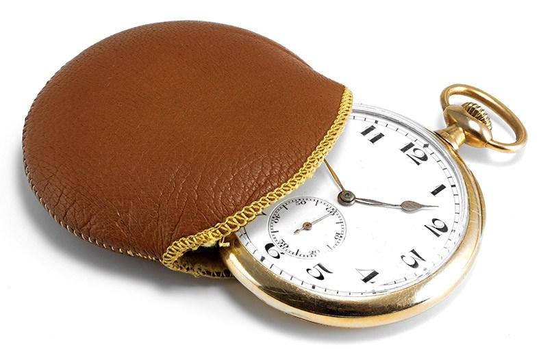 Eine goldene Taschenuhr als edles Accessoire