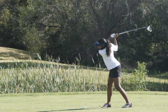 Captain Nitya Bhardwaj (Sr.) prepares to swing on the 6th hole (Ken Nguyen)