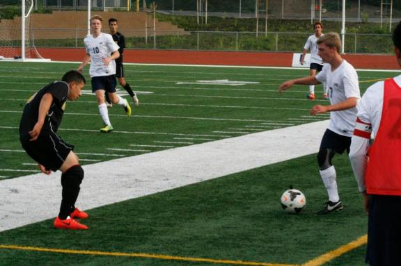 Riley Duncan (#7) prepares to kick the ball back in game. (Ken Nguyen)