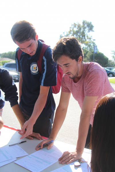 Students register to vote at drive hosted by three UHS clubs