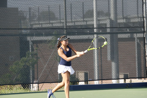 Girls Tennis defeats Beckman in first league match