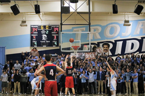 Trojan students attempt to distract a Patriot from his free throw. (A.Iwata)