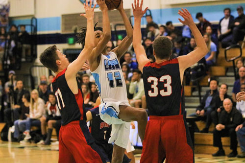 Alex Bray (Jr.) goes up strong for a contested floater. (A.Iwata)