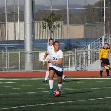 Girls Soccer defeats Irvine 4-2