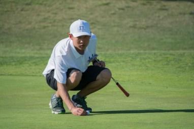 Jerry Li (So.) aims fourth hole. (J.Li)