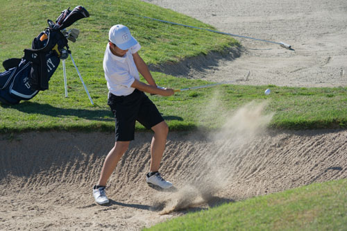 Boys Golf loses close match against Huntington Beach after consecutive victories