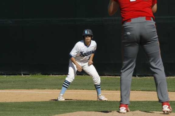 Kahi Rodrigues (Jr.) gets ready to sprint to second base. (A. Li)