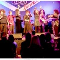 Ein knalliges, funkelndes Frauenpower Musikfeuerwerk