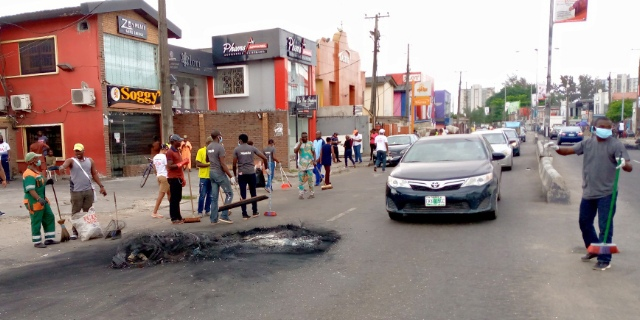 THYAURA PARTNER CONCEPT LTD clearing burnt tires in Surulere, Lagos Sate, following the #EndSARS agitations. Saturday, Oct. 24, 2020.