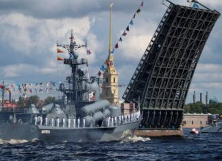 The Russian Navy's missile corvette Dmitrovgrad sails past the Dvortsoviy Bridge over the Neva River during the Navy Day parade in Saint Petersburg, Russia July 26, 2020. Dmitri Lovetsky/Pool via REUTERS/File Photo