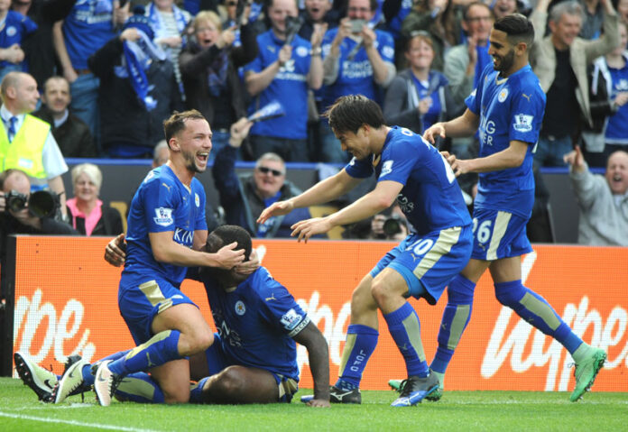Leicester's Wes Morgan (second left) celebrates after scoring with Leicester's Daniel Drinkwater, left, Leicester's Shinji Okazaki (second right) and Leicester's Riyad Mahrez during the English Premier League football match between Leicester City and Southampton at the King Power Stadium in Leicester, England, on Sunday, April 3, 2016. Photo: AP