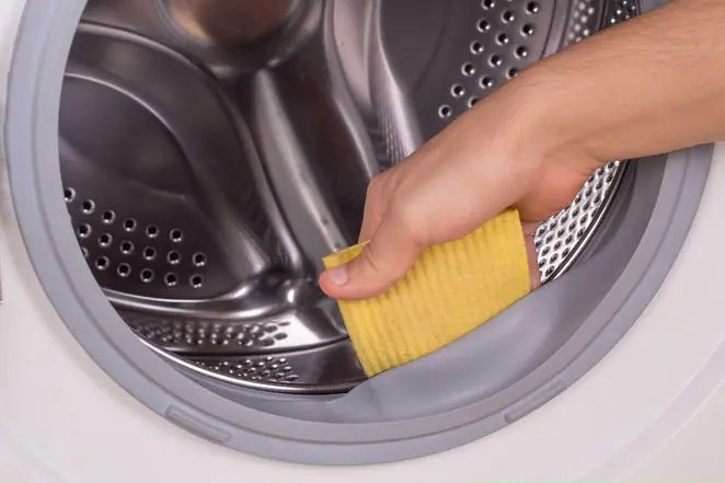 clean the front load of a washing machine