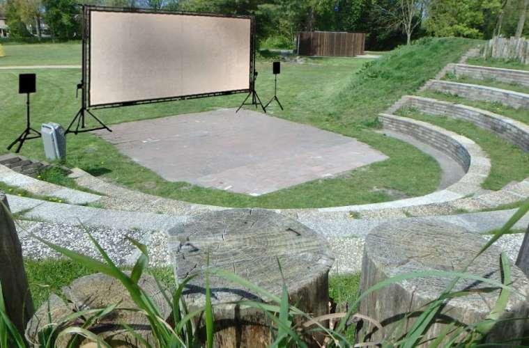 Zomerse openluchtbioscoop van Het Moment in het amfitheater van Park de Oude Kwekerij