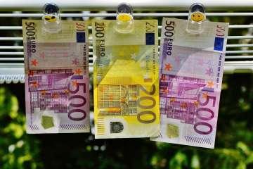 Euro's: biljet van 200 tussen biljetten van 500