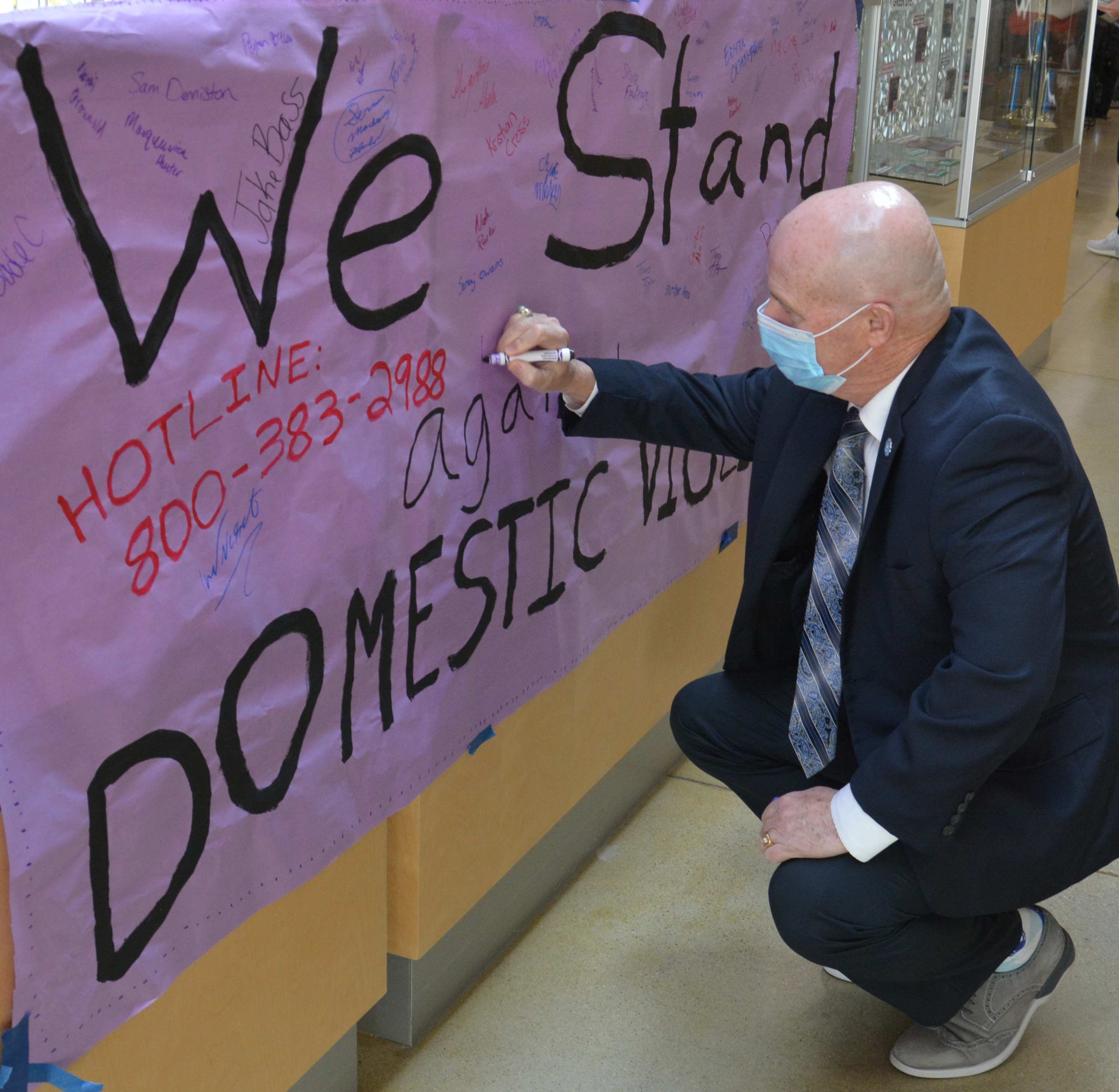 banner-signing