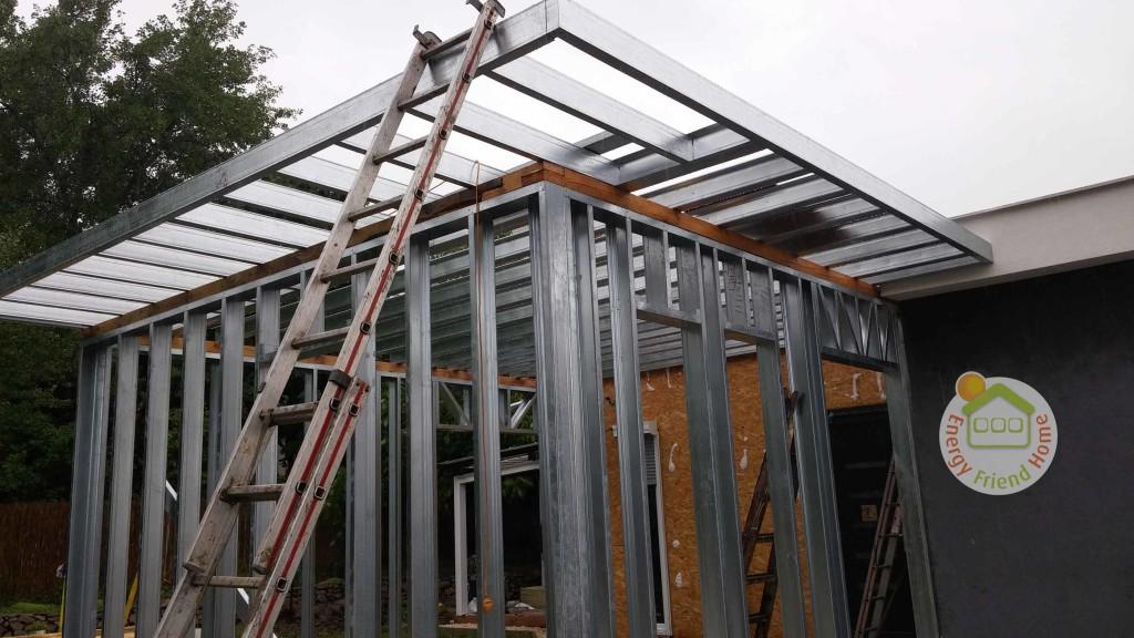 Új acélszerkezetes fal és tető építése