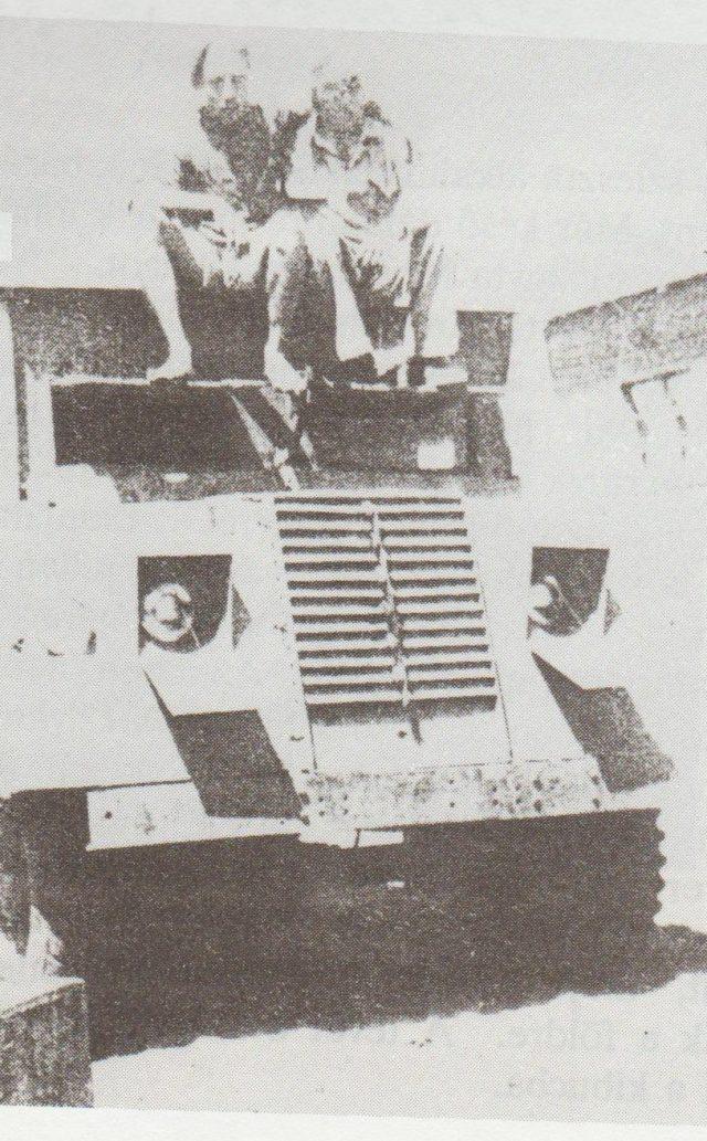 Az angol támadás előtt Smulik Chájim Fischerrel - Unti Ildikó