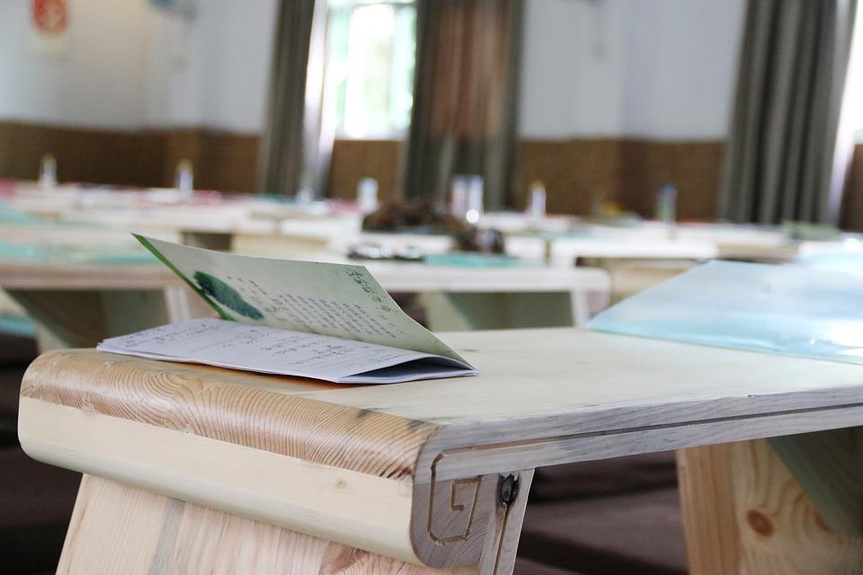 A kabinet döntött: iskolakezdés szeptember elsején   Új Kelet online