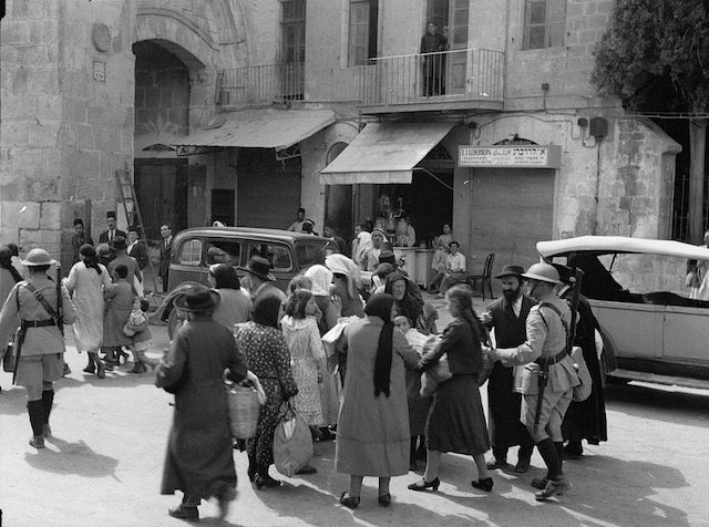 jews_evacuate_the_old_city_1936