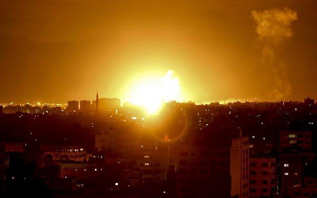 Válaszul a Gázából kedd éjszaka kilőtt rakétákra az izraeli hadsereg légicsapásokat hajtott végre az övezetben