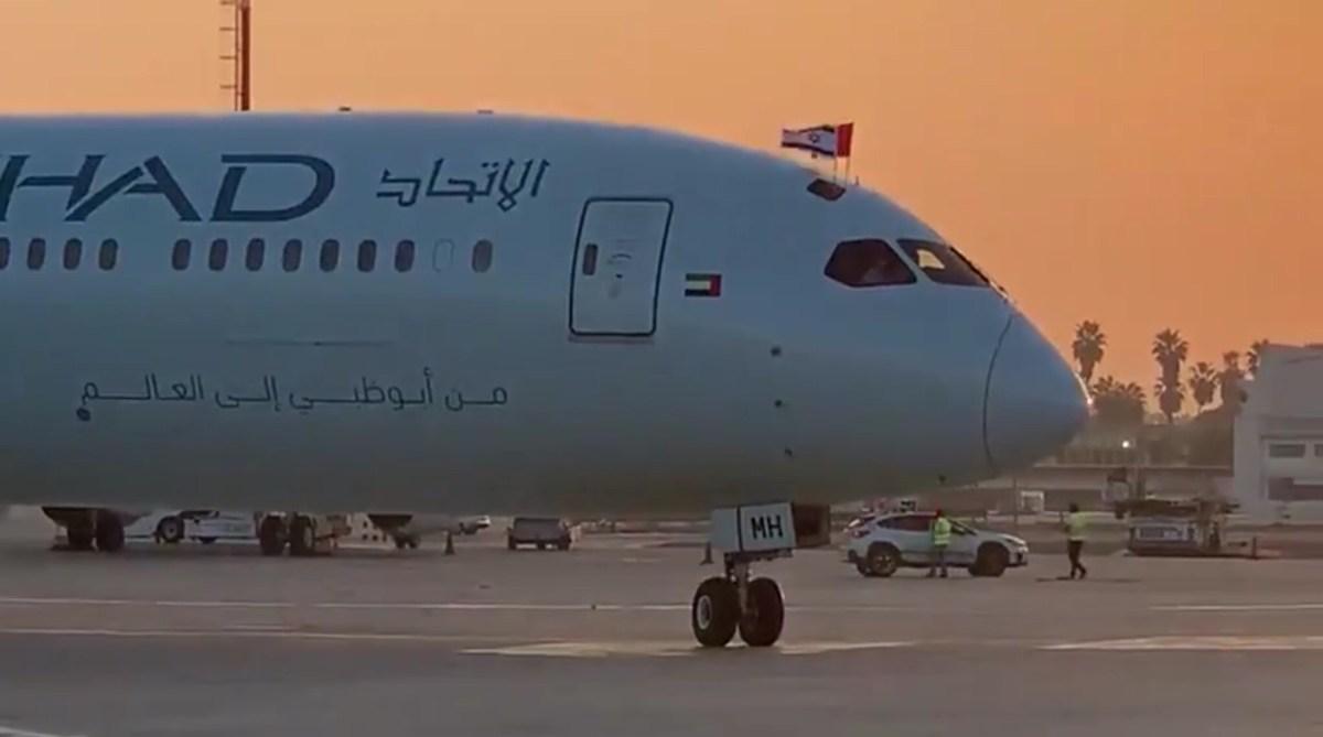 Megérkezett az első kereskedelmi járat az Egyesült Arab Emírségekből