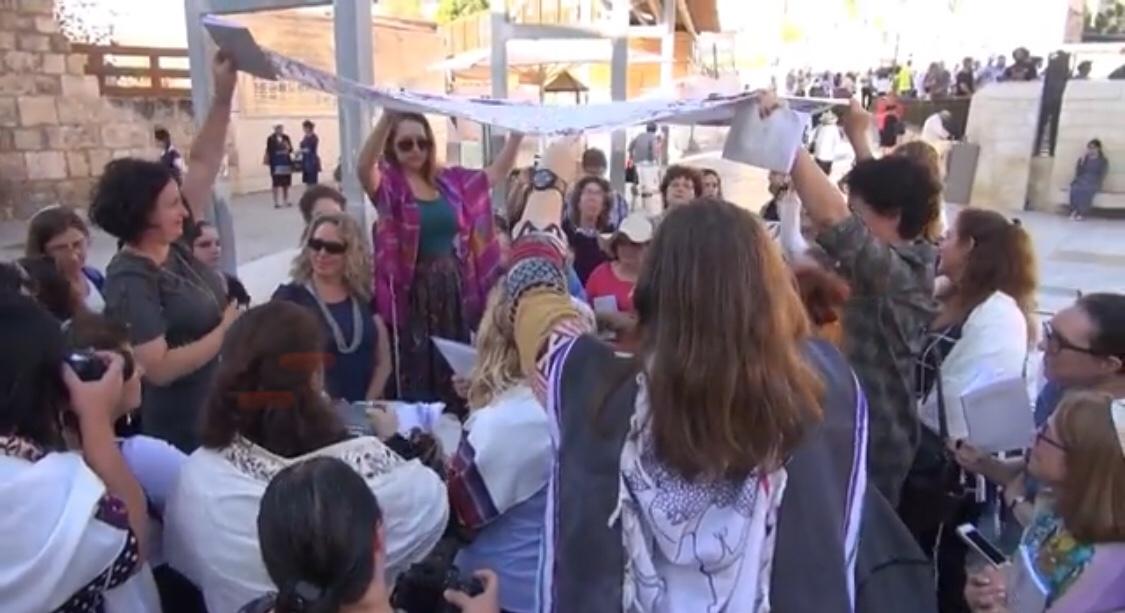 Éjféli gyors – vallásos feminista szervezet pert indított Rav Smuel Rabinovitch, a Siratófal főrabbija ellen