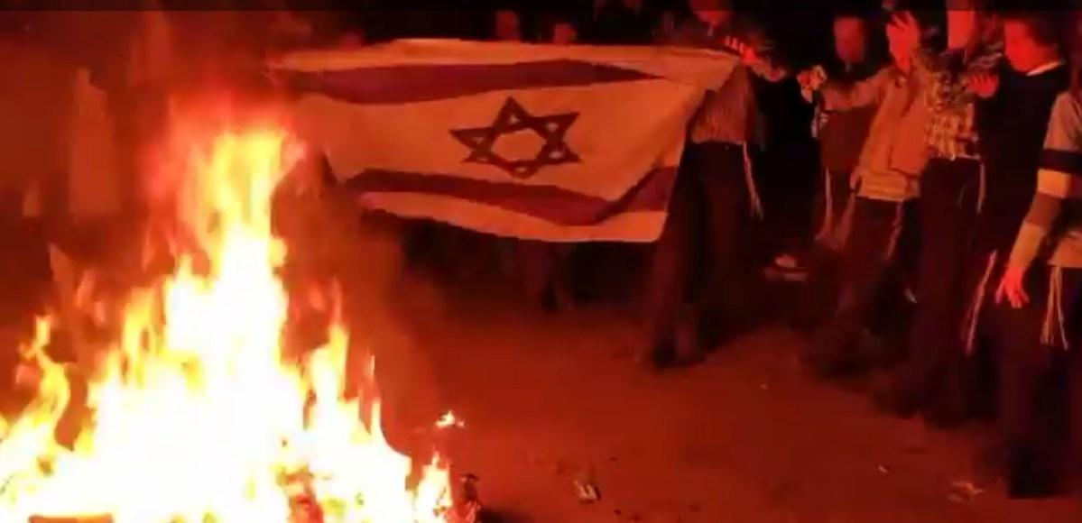 Izrael73: Mea Searimban elégették az izraeli zászlót | Új Kelet online