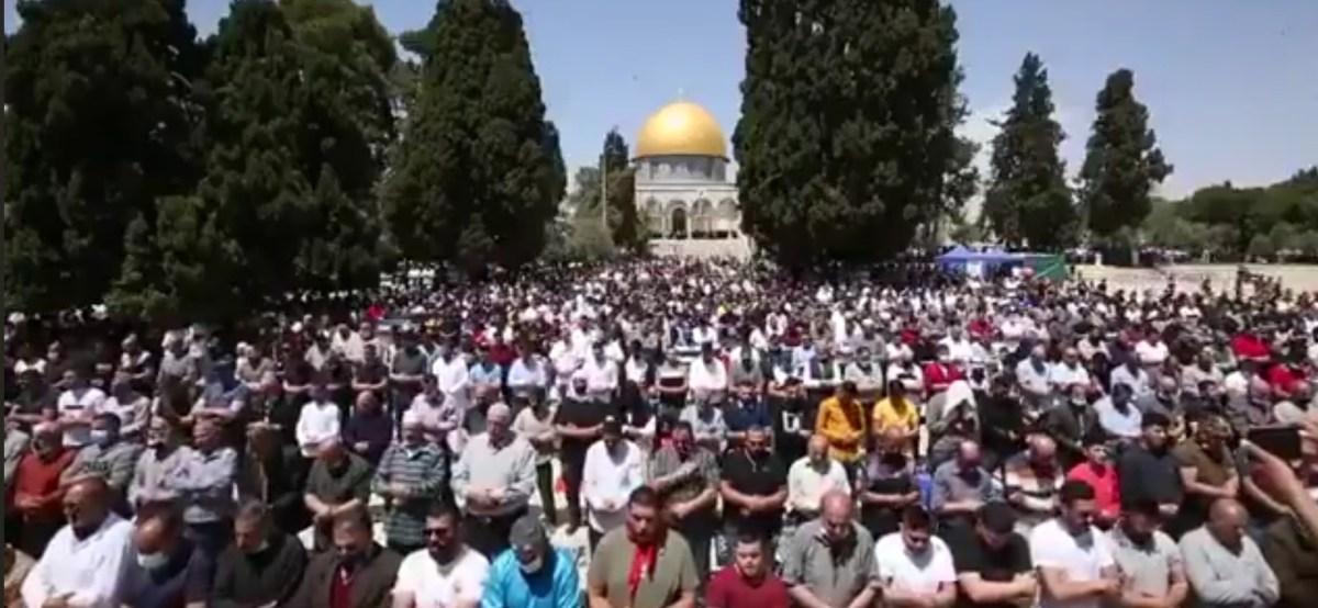 Tízezrek imádkoztak Ramadán első péntekjén a Templom-hegyen | Új Kelet online