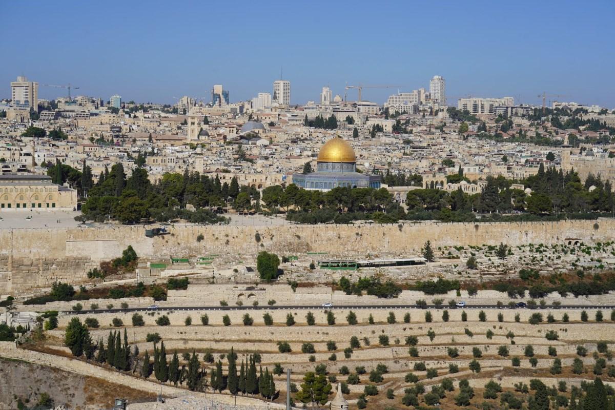 A palesztinok azt állítják, hogy Izrael elnémította az al-Aksza hangszóróit a Siratófalnál zajló megemlékezés idejére | Új Kelet online