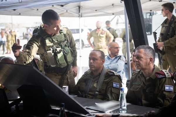 Aviv Kochavi vezérkari főnök helyzetértékelésen a Tapuach-csomópontnál 2021. május 3. Fotó: Izraeli Védelmi Erők