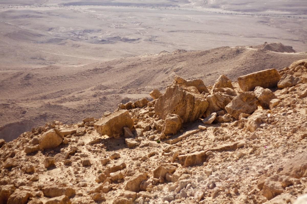 Illegális beduin falvak lebontása jogilag nem kifogásolható, de az időzítést senki sem vállalta   Új Kelet online