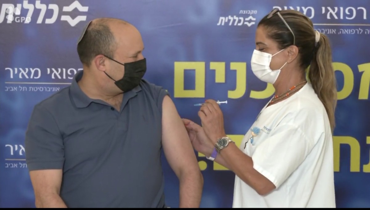 Bennett is megkapta a harmadik vakcinát, az egészségügyi intézmények megkezdték a negyvenes korosztály beoltását   Új Kelet online