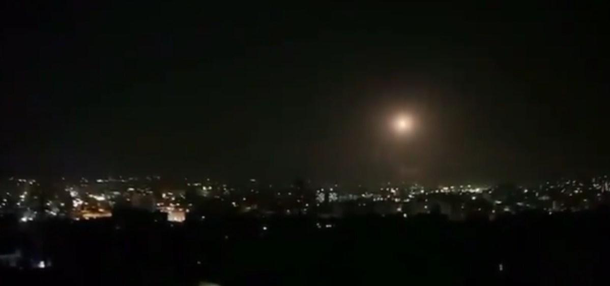 Az éjszakai támadások során egy szíriai légvédelmi rakéta robbanhatott fel a Júdeai-sivatag felett   Új Kelet online
