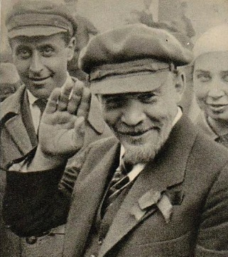 Lenin megint integet