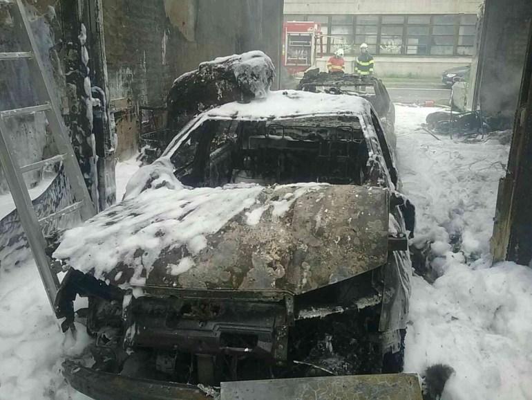 Kigyulladt egy autószerelő műhely Léván