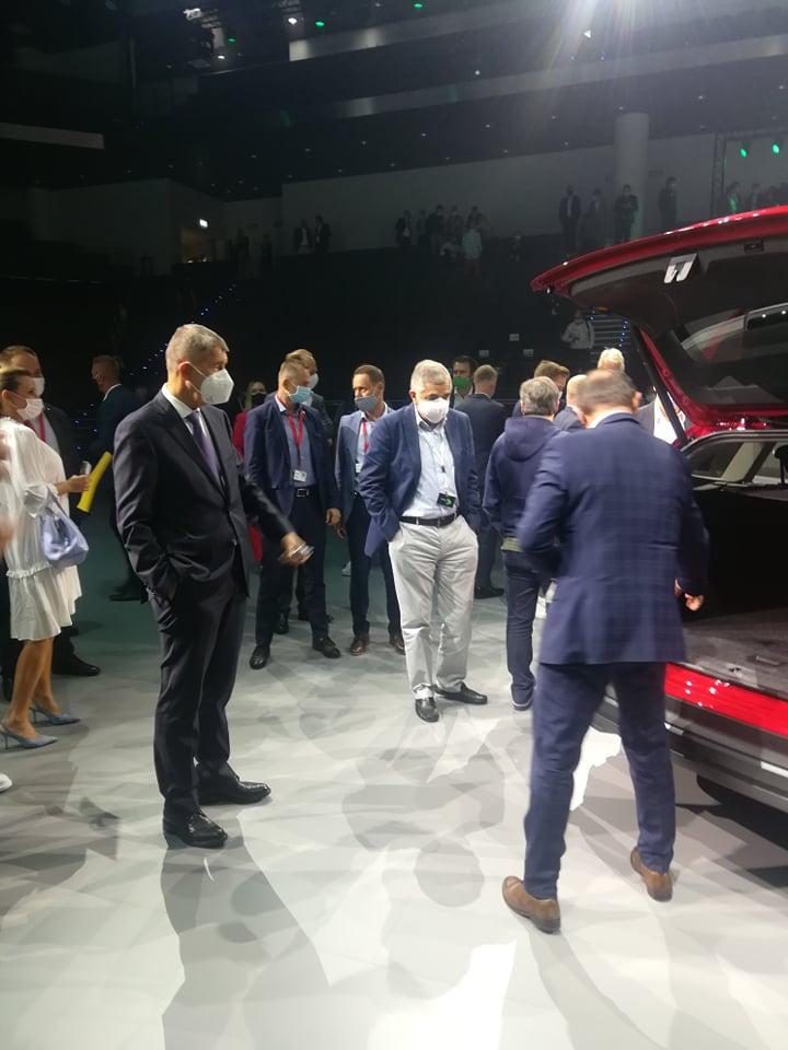 Az új autót Andrej Babiš cseh kormányfő is megcsodálta