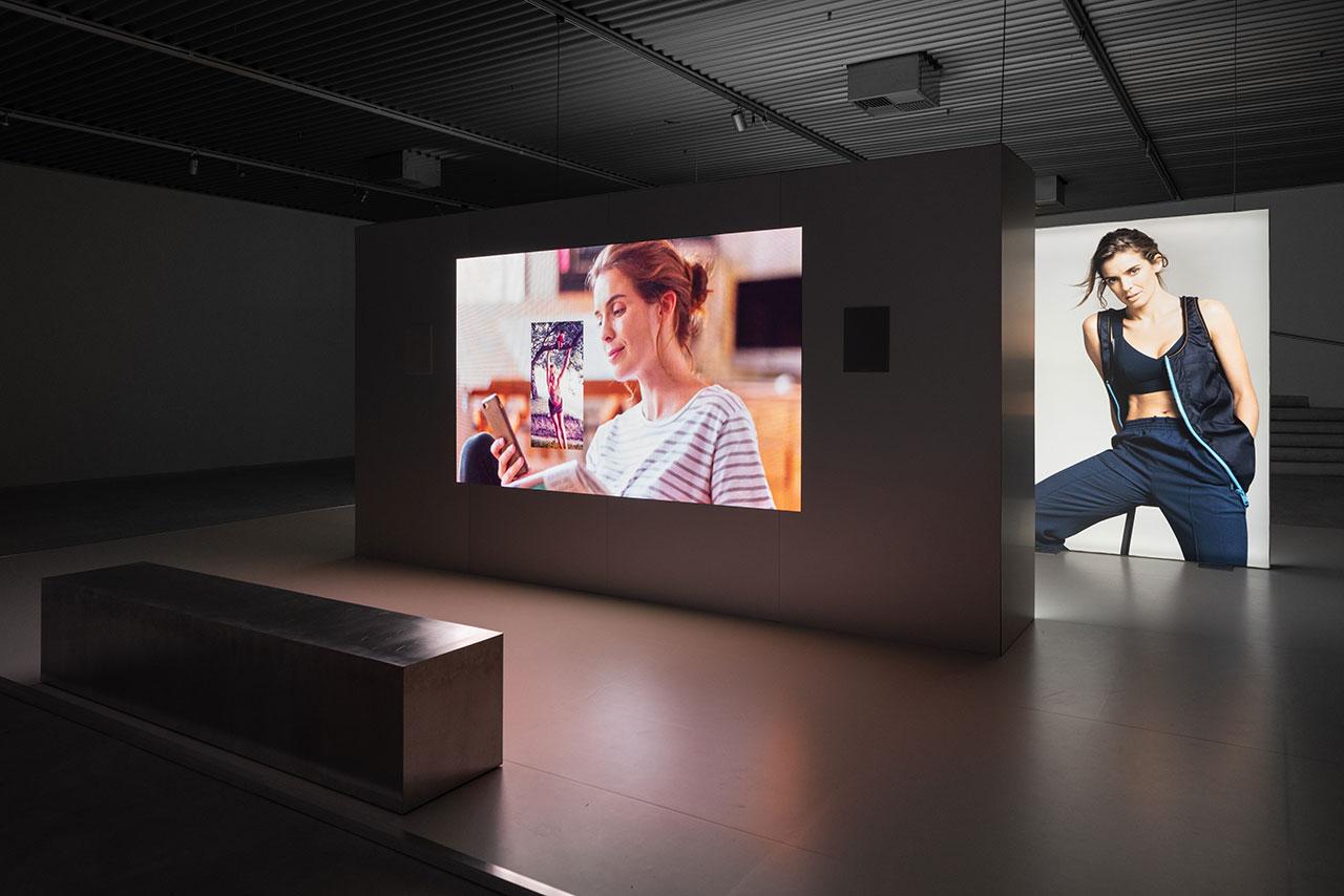 Simon Fujiwara, Joanne, 2016/2018. Exhibition view: Simon Fujiwara – Joanne, ARKEN Museum of Modern Art, 2019. Courtesy: the artist. Photo: David Stjernholm