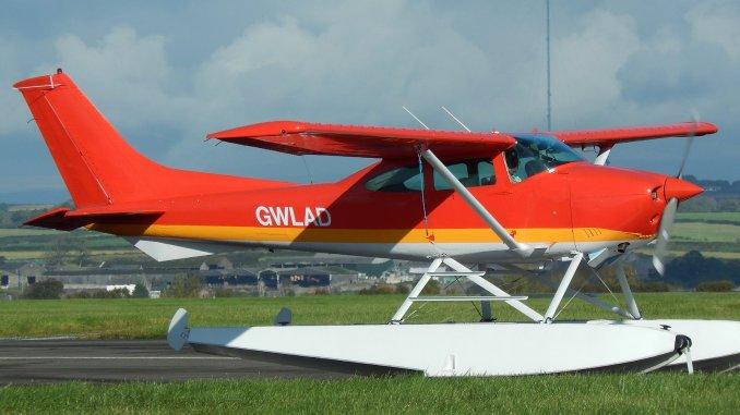 seaplane to touchdown in cardiff bay