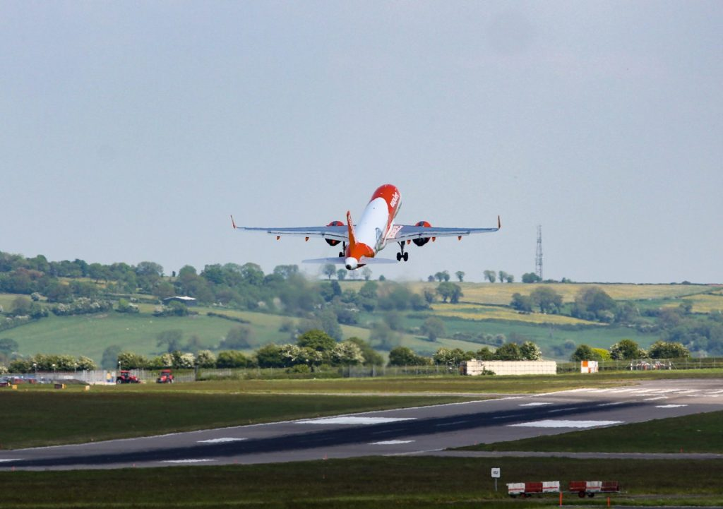 An Easyjet A320neo takes off from Bristol Airport (The Aviation Media Agency.)