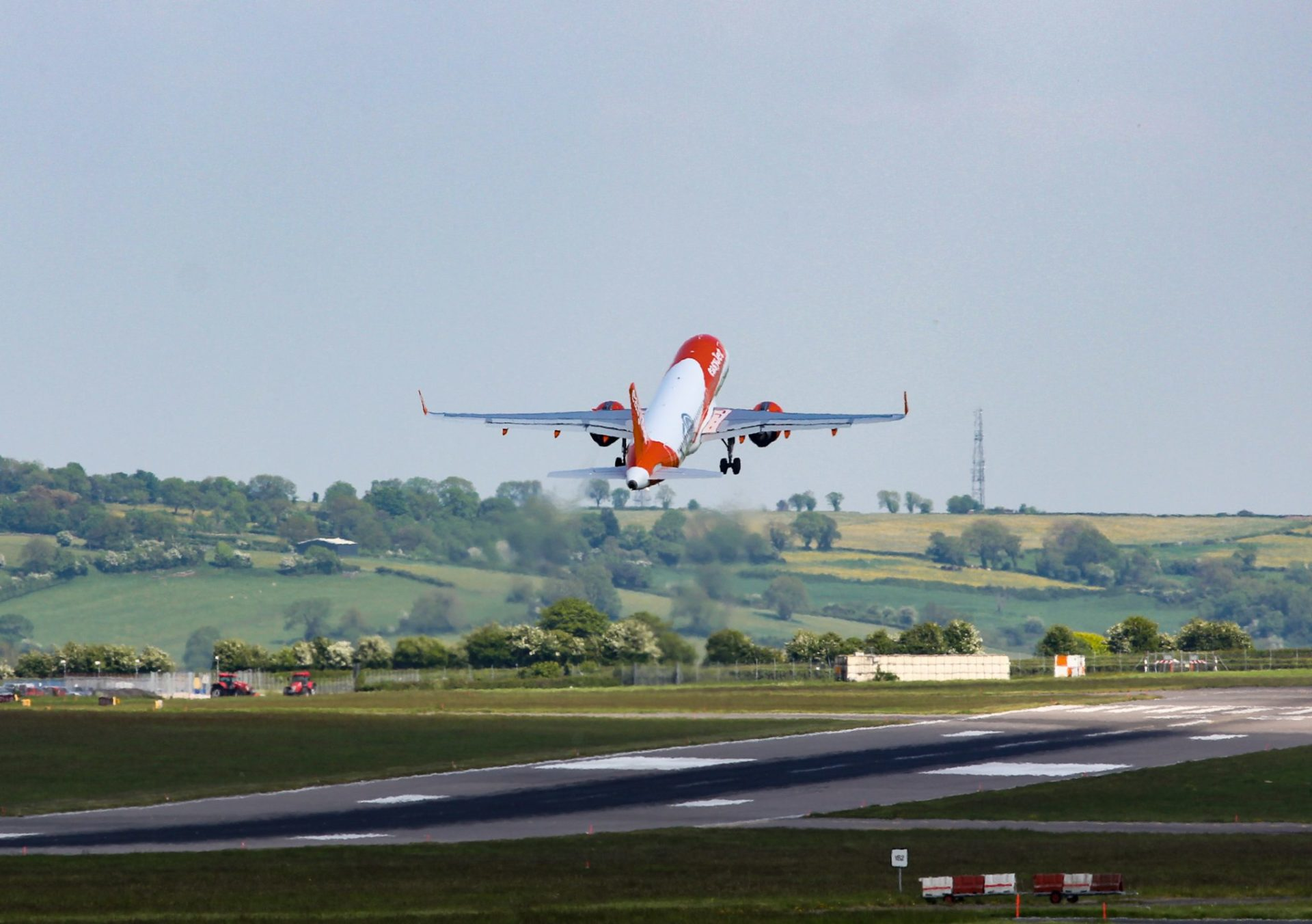 An Easyjet A320neo takes off from Bristol Airport (The Aviation Media Co.)